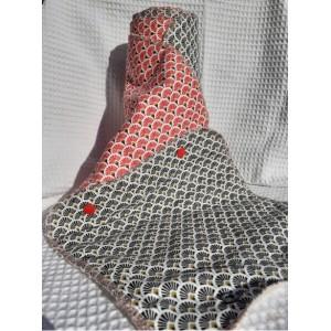 https://ecolyne.fr/293-1120-thickbox/essuie-tout-lavable-motif-colore-rouge-et-noir.jpg